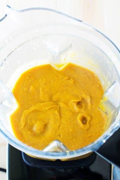 blending pumpkin soup in blender