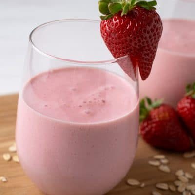 Healthy Strawberry Smoothie Recipe in 5 Minutes