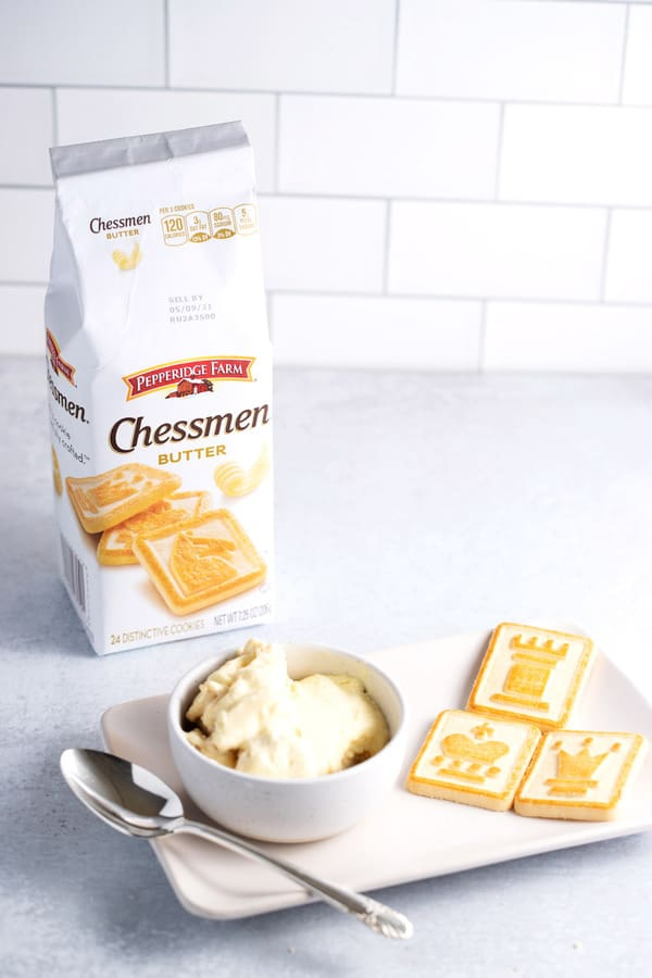 bowl of banana pudding with chessmen butter cookies