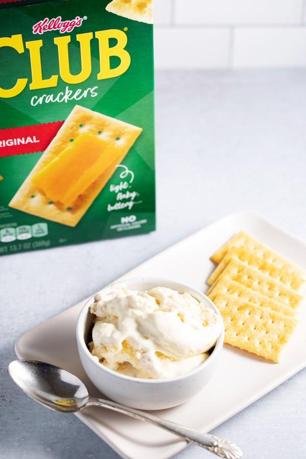 bowl of banana pudding using club crackers