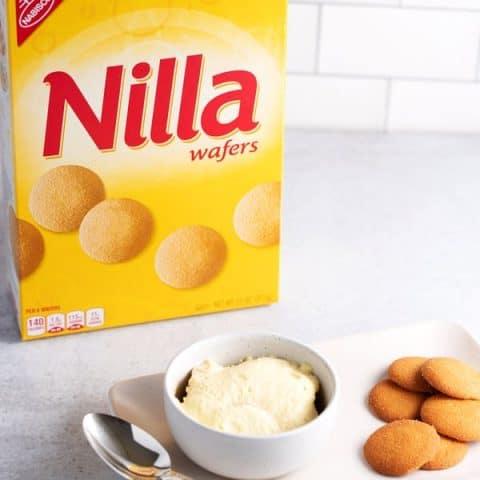 bowl of banana pudding with Nilla wafers
